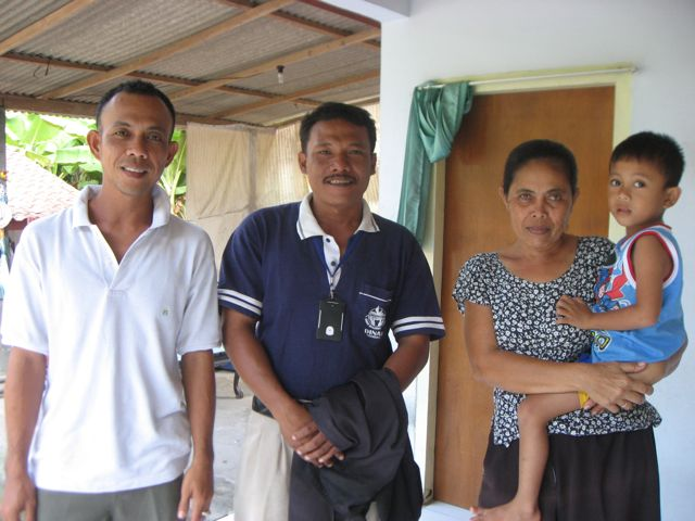 Pak Agus, Pak Herman, Pak Agus' mother and young son